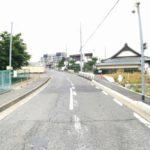 愛甲石田駅徒歩10分の立地前面道路含む現地写真