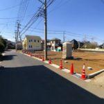 きれいに舗装された前面道路前面道路含む現地写真