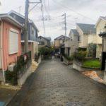 コンビ二、薬局が徒歩圏内にあり便利です!前面道路含む現地写真